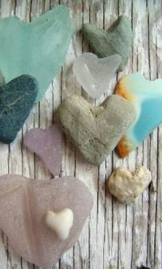 I love heart shapes and especially when I find heart-shaped rocks ♥ Heart In Nature, Heart Art, Sea Glass, Glass Art, Glass Rocks, Glass Beach, Heart Shaped Rocks, I Love Heart, Heart Pics