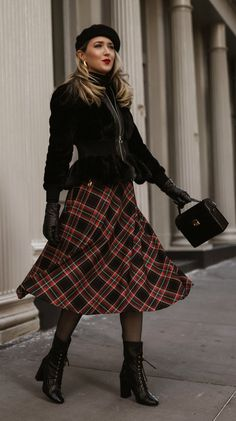 Desk-To-Decked Halls: A Festive Workweek Multitasker // Black ribbed turtleneck sweater, high-waisted plaid a-line skirt, black faux-fur … in 2020 Casual Holiday Outfits, Fall Fashion Outfits, Modest Fashion, Boho Fashion, Fashion Looks, Womens Fashion, Modest Outfits, Classy Outfits, Skirt Outfits
