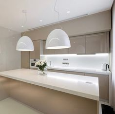 beige glossy kitchen, white worktops and white LED light - Trend Kitchen Decoration Glossy Kitchen, Kitchen White, Kitchen Decor, Kitchen Design, Kitchen Ideas, White Countertops, Led Licht, White Led Lights, Color Trends