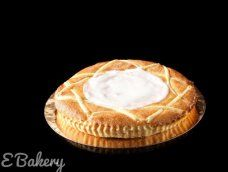Frangipane is een beslag op basis van boter, suiker, gemalen amandelen, eieren en bloem. Kenmerkend is het laagje glazuur bovenop het gebak. #ebakery #frangipane Camembert Cheese, Pie, Desserts, Food, Torte, Tailgate Desserts, Cake, Deserts, Fruit Pie