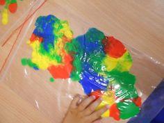Smerfne Inspiracje: Malowanie farbami bez brudzenia rąk :)