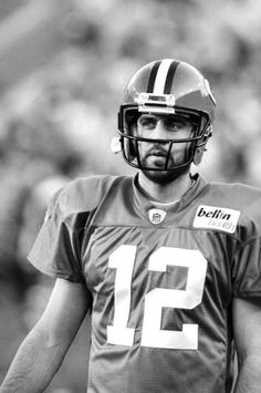 My favorite record setting quarterback, Aaron Rogers. Packers Baby, Go Packers, Green Bay Packers Fans, Packers Football, Best Football Team, Football Season, Football Helmets, Greenbay Packers, Football Players