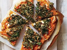 With AIP flatbread? Lightened-Up Delivery Favorites. Sweet Potato and Kale Pizza: Perfect date-night eats. An off-beat pairing like sweet potato and kale keep this pizza far and away from the Dominos category. Pasta Pizza, Kale Pizza, Vegetable Pizza, Pizza Recipes, Vegetarian Recipes, Cooking Recipes, Healthy Recipes, Delicious Recipes, Sweet Potato Pizza
