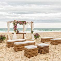 Casamento na praia: 70 ideias e dicas para uma cerimônia inesquecível Beach Wedding Aisles, Boho Beach Wedding, Beach Wedding Inspiration, Beach Ceremony, Wedding Ceremony, Destination Wedding, Wedding Planning, Dream Wedding, Wedding Day