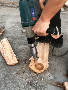Hex Shank Firewood Drill Bit - Save yourself from back pain and muscle spasm, have a faster time in splitting woods, with the all- - Electrician Tool Pouch, Power Carving Tools, Welding Cart, Tool Board, Farm Tools, Tool Shop, Garage Tools, Log Furniture, Drill Bit