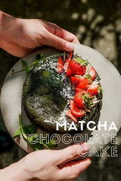 Starter Matcha Organic Green Tea Powder contains the antioxidants of regular green tea, making it an effective way to bolster the immune system and it's very healthy of your skin. Biscuit Bar, Matcha Cake, Matcha Green Tea Powder, Japanese Language, Healthy Drinks, Yummy Cakes, Fun Desserts, Asian Recipes, Chocolate Cake