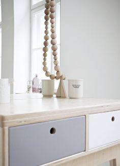 RUNO customized plywood handmade dressing table / scandinavian