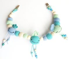 Radiserne barnevognskæde By unkeldesign Crochet Baby Toys, Crochet Bebe, Baby Knitting, Knit Crochet, Crochet Necklace, Beaded Necklace, Diy Baby, Chain, Jewelry