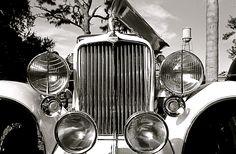Foto gratis de un coche MG antiguo > http://imagenesgratis.eu/foto-gratis-de-un-coche-mg-antiguo/