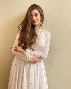 Pakistani Party Wear Dresses, Bridal Dresses, Flower Girl Dresses, Pakistani Fashion Casual, Girls Dp Stylish, Beautiful Girl Photo, Pakistani Actress, India Fashion, Women's Fashion
