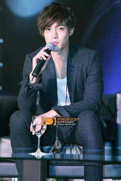 Kim Hyun Joong draws thousands of fans in Bangkok, Thailand