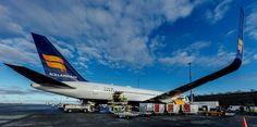 Icelandair Boeing 767-300 loading cargo