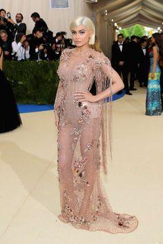 Kylie Jenner de Atelier Versace.