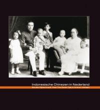 Indonesische Chinezen in Nederland ISBN: 978 90 8850 165 4 168 pagina's Prijs: € 24.90 Bestel aantal: Anno 2010 wonen er in Nederland ruim 100.000 mensen van Chinese afkomst. Deze populatie bestaat uit verschillende groeperingen, afkomstig uit diverse delen van de wereld. Eén van die groeperingen betreft de Chinezen uit Indonesië. Na de Tweede Wereldoorlog vestigden zich in totaal zo'n 6.000 Indonesische Chinezen in Nederland. Intussen is deze groepering in omvang gegroeid en wonen er ruim…