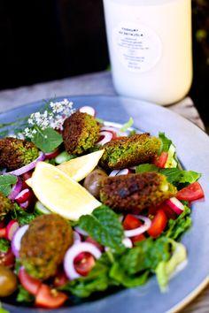 falafel 1.blogg  Grön falafel med tahinisås