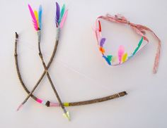 5 Colorful DiY Projects Add color to your child's play! Here are 5 DiY projects that will delight your kids. Make toys and costums that will leave little ones astounded! Prepare the colors and… so let. Craft Activities For Kids, Projects For Kids, Diy For Kids, Crafts For Kids, Diy Projects, Cowboy Party, Cowboy Birthday, Indian Birthday Parties, Indian Party