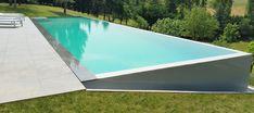 piscine-miroir-Atoll-piscines Backyard Pool Landscaping, Backyard Pool Designs, Swimming Pool Designs, Fish Pool, My Pool, Garden Swimming Pool, Above Ground Swimming Pools, Raised Pools, Manhattan House