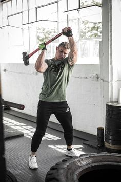 Sledgehammer workouts. Fan? Sledgehammers will strengthen muscles, tendons, and ligaments in the wrist, elbow and shoulder girdle. This is the perfect tool for fighters looking to strengthen those areas and increase explosive power. It allows for circular weight training exercises not possible with other traditional equipment. #NUTRITECH #trainlikeapro Weight Training Gloves, Weight Training Workouts, Training Exercises, Sledgehammer Workout, Mass Builder, Gain Mass, Lifting Straps, Hydration Bottle