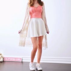 """Off-white and super cute cardi for the summer! Size: One size fits S/M Length: 41"""" / 105cm Material: Viscose and cotton blend Feel: sturdy and stretchy"""