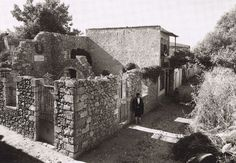 Frederic Francois Boisson was the first foreign photographer in Greece. He spent three decades taking photos of Greece's villages and landscapes. Old Photos, Vintage Photos, Inside A House, Crete Island, Greek History, Greek Culture, Frederic, Simple Photo, Parthenon