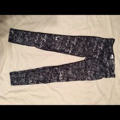 UnderArmour Heat Gear leggings NEW WITHOUT TAGS. NEVER worn. Under Armour Pants Leggings