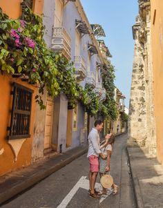 Los 10 lugares más fotogénicos de Cartagena - Peeking Places Tourist Outfit, Trip To Colombia, Street Pictures, Foto Instagram, Best Photographers, Summer Travel, Travel Pictures, Places To Go, Travel Photography