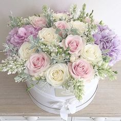 New Flowers Boquette Box Roses Ideas Beautiful Flower Arrangements, Silk Flowers, Spring Flowers, Beautiful Flowers, Lilac Roses, Pastel Flowers, October Flowers, Arrangements Ikebana, Floral Arrangements