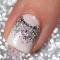 Such a pretty glitter nail art! By Such a pretty glitter nail art! Diy Nails, Cute Nails, Pretty Nails, Nail Art Designs Videos, Nail Art Videos, Classy Nails, Stylish Nails, Glitter Nail Art, Glitter Pedicure