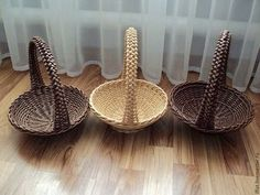Ilfat Hasanov Wood Basket, Metal Baskets, Vintage Baskets, Newspaper Basket, Newspaper Crafts, Paper Weaving, Weaving Art, Cardboard Paper, Cardboard Crafts