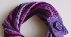 """gdy pierwszy raz zobaczyłam laleczkę dziewiarską pomyślałam - o, to fajne, może kiedyś. """"kiedyś"""" przyszło oczywiście w najmniej odpowiednim... Knitted Scarves, Shawl, Diy And Crafts, Vogue, Fashion, Beret, Spool Knitting, Cast On Knitting, Knitting Scarves"""