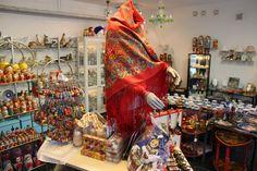 Vi har även sjalar från Ryssland i  butiken på Svartbäcksgatan 41 i Uppsala