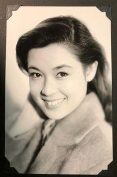 若尾文子 Ayako Wakao マルベル堂のブロマイド。 Face Reference, Japanese Beauty, Vintage Beauty, Asian Woman, Pin Up, Human Faces, Actresses, Movies, Style