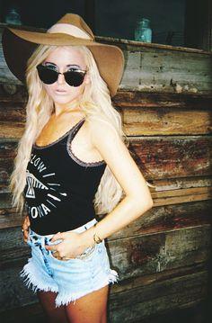 Rachel from I Hate Blonde in the Jasmine Floppy Hat in Carmel || Get the hat: http://www.nastygal.com/accessories-hair-hats/jasmine-floppy-hat--camel?utm_source=pinterest&utm_medium=smm&utm_term=ngdib&utm_content=clothing_optional&utm_campaign=pinterest_nastygal