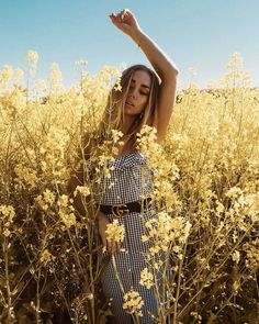 lifestyle fashion photography are look cool – girl photoshoot poses Outdoor Fashion Photography, Beauty Photography, Portrait Photography, Editorial Photography, Poses Photo, Photo Shoots, Jupe Short, Instagram Pose, Summer Photography Instagram