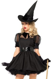 Heksen kunnen juist magisch mooi zijn! Dit betoverde heksen kostuum bestaande uit een op vintage geïnspireerd heksen jurkje met organza en een fluwelen kraag, een brede riem en de bijpassende heksen hoed. Dit heksen kostuum is niet gemaakt van een stretch stof. Neem bij twijfel een maat groter. Het model op de foto draagt een zwarte petticoat voor extra volume. Dit mooie heksen kostuum is een productie van Leg Avenue.