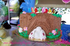 Easter Table scape @lilylaundryblog  Bunny in the tree trunk easter cake