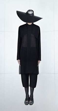 Inaisce, S/S 2013 +..{X+X∞} ................. andraaj repin 2014 S/S Anuubis. Black silhouette.