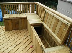 building a deck bench with storage - line the inside to store cushions and toys Banco Exterior, Garden Storage Bench, Storage Benches, Outdoor Storage, Wooden Bench With Storage, Deck Seating, Seating Areas, Gazebos, Wooden Decks