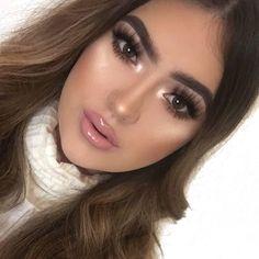 Loved my makeup today  Highlight - #anastasiabeverlyhills so Hollywood   Brows- #anastasiabrows dipbrow medium brown  Lashes- @unicornlashesuk vespertine  Lips- #hudabeautyliquidmatte bombshell  #abh gloss in undressed
