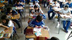 CDS Chillán  Viejo  Los alumnos del 5°B en clases de ciencias aprendiendo en forma práctica sobre el aparato digestivo.