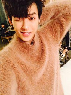 BTOB minhyuk I'm in love tho How is a man so sexy in a fuzzy orange sweater? It's ridiculously flattering. Btob Lee Minhyuk, Sungjae Btob, Im Hyunsik, Jay Park, Vixx, Nct 127, Shinee, Rapper, Hyuna