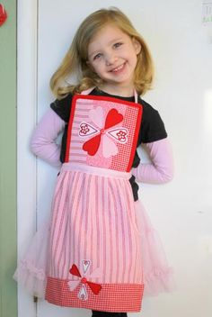 Super cute kids apron from a potholder and dishtowel!  My daughter would love this.  Now, I just need to learn to sew...