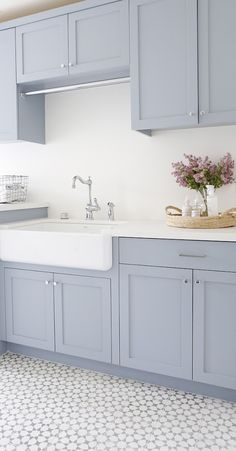 New Hope Gray by Benjamin Moore Laundry room cabinet paint color New Hop. - Laundry Room - Wedding Make Up - DIY Jewelry Easy - Hairstyle For Medium Length Hair - DIY Kid Room Ideas Best Kitchen Layout, New Kitchen, Kitchen Decor, Kitchen Colors, Kitchen Ideas, Ranch Kitchen, Kitchen Modern, Küchen Design, Home Design
