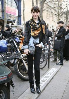 ファッションを100倍盛り上げるスカーフ術!!(海外スナップ、リメイク、巻き方) - NAVER まとめ