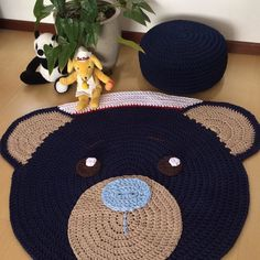 Tapete infantil Urso Marinheiro feito em crochet com fio de malha. Pode ser personalizado de acordo com sua preferência.