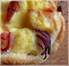...konyhán innen - kerten túl...: Hagymás-szalonnás kosárkák Hawaiian Pizza, Tapas, Breads, Food, Etsy, Kitchens, Drinks, Bread Rolls, Essen