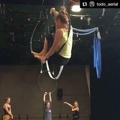 Sweet transition! #beastlybuilt #aeriallyra #aerialist #aerialhoop #aerial #hoopaddict #hoop #acro #aerialistofig #aerialarts #aerialaddict #aerialapparatus #aerialartist #circusarts #circus #circuscircus #circusfitness #circuseverydamnday  Repost @todo_aerial ・・・ Para inspirarnos. Feliz domingo.  @Regrann from @miss_macaroni -  Flag, twist, beat to straddle. Aerial Dance Festival Boulder, Colorado. Lyra with Shayna Swanson. #malloukandhercircusproblems #lyra #aerialhoop #Cerceaux…