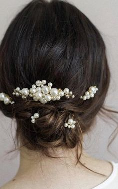 Pearl Hair Comb and Pearl Hair Pins, a perfect combination for your gown or any simply elegant bridal style. Pearl Headpiece, Pearl Headband, Knot Headband, Wedding Accessories, Hair Accessories, Pearl Hair Pins, Headpieces, Hair Comb, Bridal Shoes
