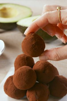 From Keto friendly cheesecake to cookie fat bombs, these healthy dessert recipes are the perfect snack to eat. Here are ways to eat low carb desserts without ruining your Keto diet. Low Carb Sweets, Low Carb Desserts, Gluten Free Desserts, Vegan Desserts, Delicious Desserts, Keto Dessert Easy, Healthy Dessert Recipes, Keto Recipes, Paleo Chocolate