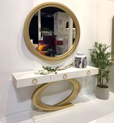 25 Trendy Home Decored On A Budget Hallway Mirror Minimalist Dressing Tables, Home Interior, Interior Decorating, Interior Design, Hallway Mirror, Dressing Table Design, Bohemian Style Bedrooms, Bohemian Living, Trendy Home